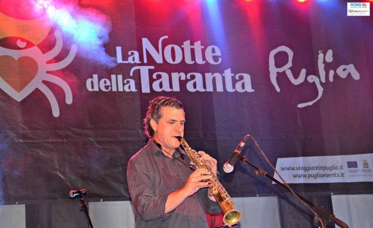http://www.salentoweb.tv/video/7992/notte-taranta-voci-palco-interviste-pro