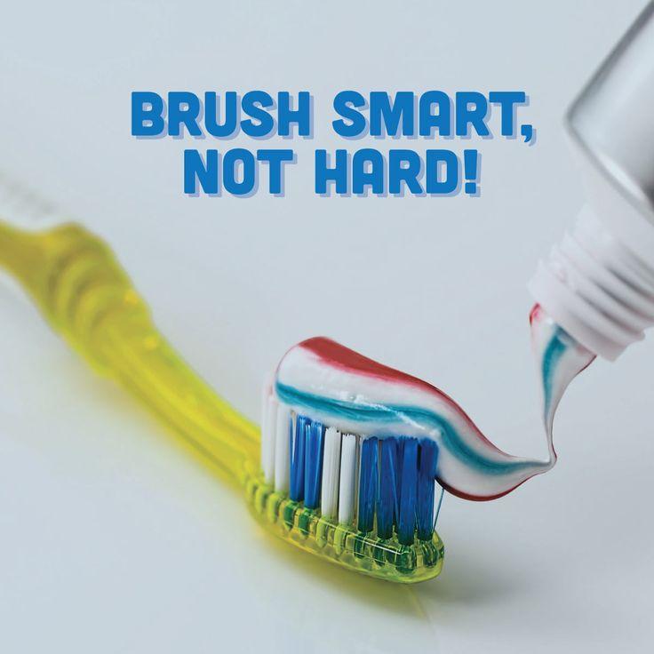 """#SmileTip: Siempre es recomendable cepillarte 3 veces al día, sólo procura no hacerlo demasiado fuerte.  Cuando ejerces demasiada fricción sobre tus dientes puedes lastimar tus encías y provocar irritación. Mejor como dice la canción: """"¡Suavecito, suavecito!"""" ;)"""