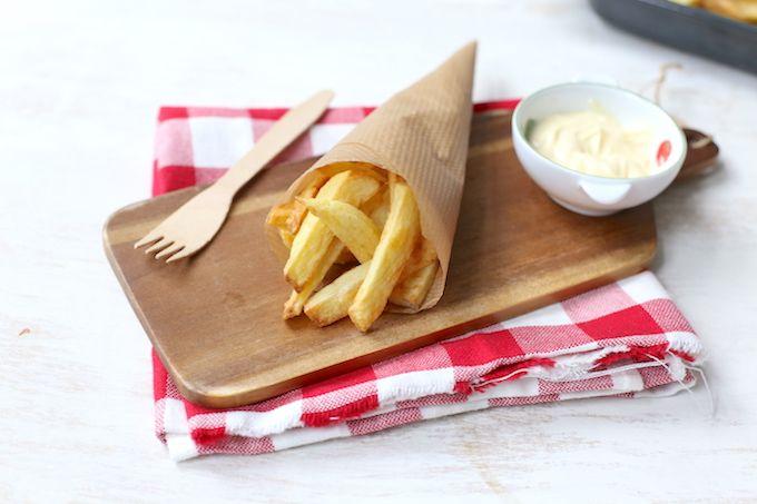 Vandaag geven wij jullie het recept voor super lekkere en krokante ovenfrietjes. Je hebt maar een paar ingredienten nodig om deze lekkere ovenfrietjes zelf te maken. Serveer er eventueel een kipfiletje en appelmoes bij en smullen maar! Recept voor 2 personen Tijd: 15 min. + 30 min. in de oven Benodigdheden: 4-5 aardappels circa...Lees Meer »