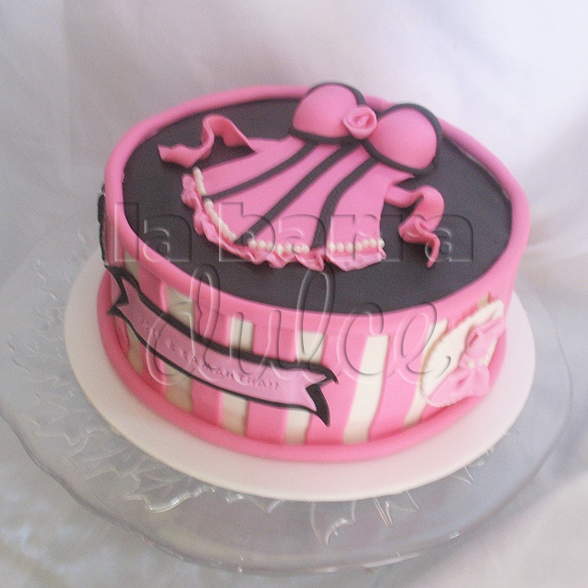 Bachellorette party lingerie baby doll Cake pastel despedida de soltera Guatemala bridal shower wedding cake fondant pink black stripes tuxedo bridesmaid dresses