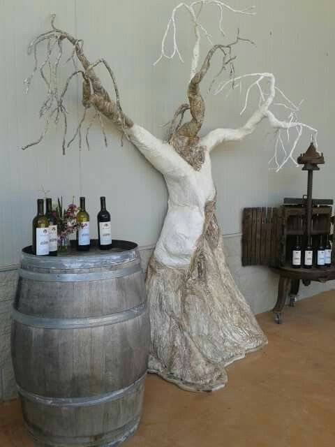 """L'albero della """"Memoria""""  inserito nel contesto di """"Cantina Elisa"""" Capalbio Gr ."""