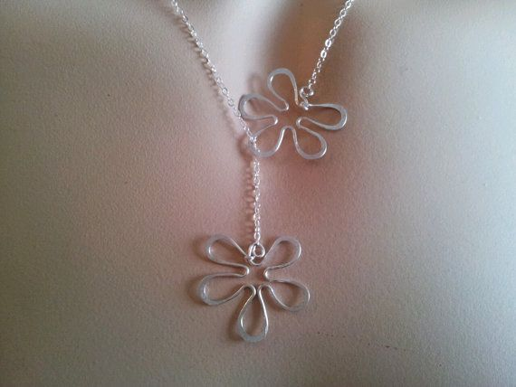 Lariat Floral necklace Gold or Silver Flowers di MiritLevinJewelry