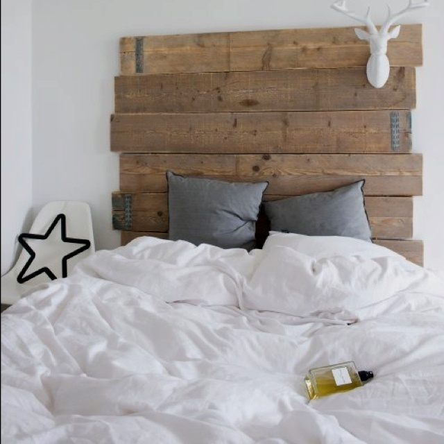 Would love to have this headboard for the home pinterest headboards - Letto in legno grezzo ...