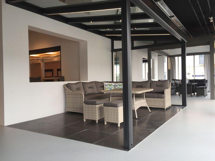 Op een oppervlakte van meer dan 400m2 presenteert STOBAG in Weesp in een compleet nieuwe showroom haar complete en uitgebreide gamma van zon-, wind- en weersbeschermings oplossingen.    U bent van harte welkom om persoonlijk onze innovaties te komen bewonderen – Overtuig u van onze «Swiss Premium Quality».