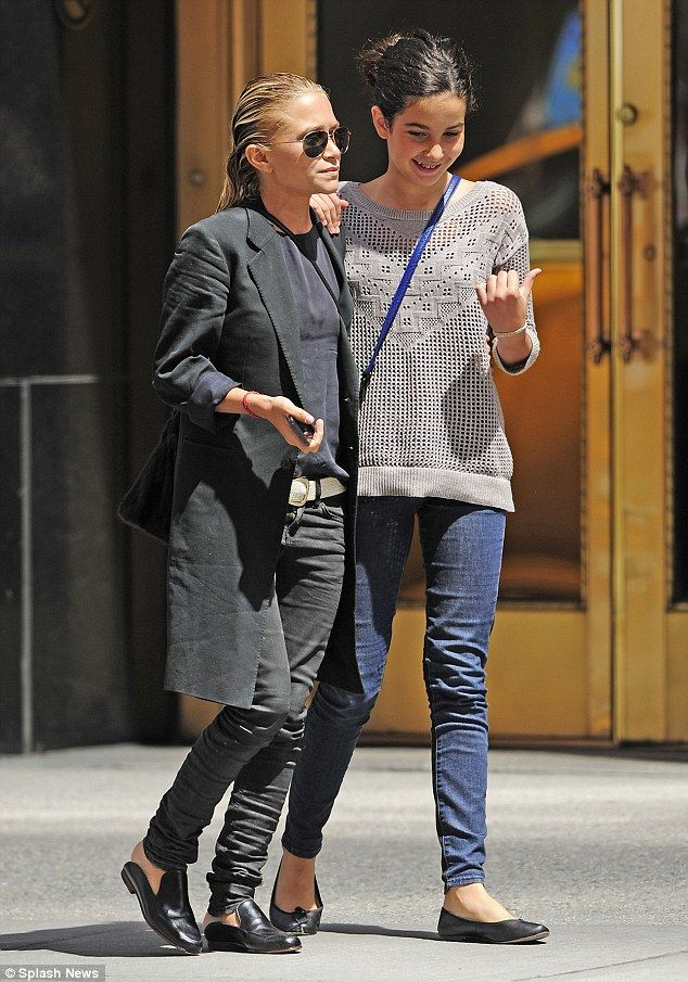 how tall is mary kate olsen | Close: Mary-Kate Olsen bonds with boyfriend Olivier Sarkozy's daughter ...