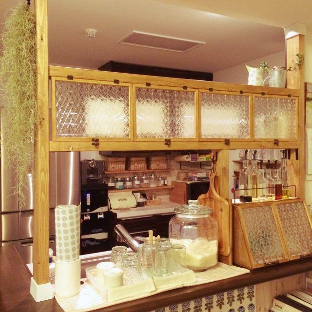 こんな棚が欲しかった!ディアウォール棚活用実例(キッチン編 ... ガラスシートを多用したカフェ風棚. marin marin. こちらもキッチンカウンターの上 ...