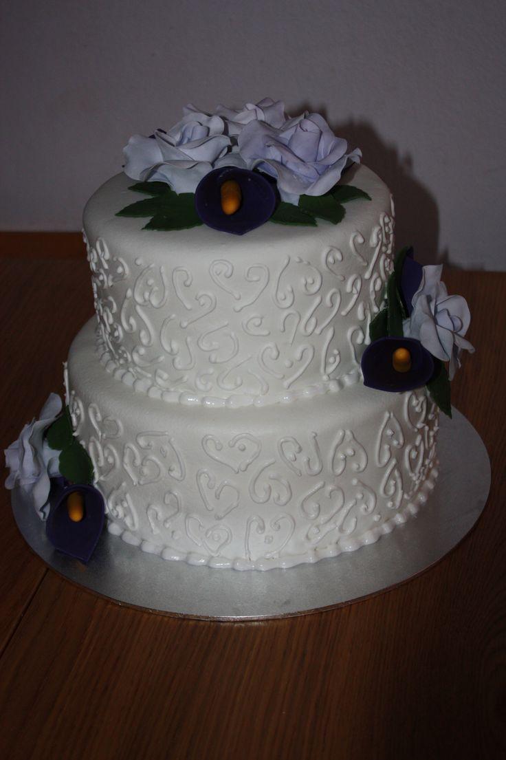 Tarta de Boda Blanca de calas moradas y rosas lilas