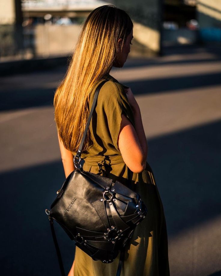 B A T B A C K P A C K #erosrazzi#street#bags #madeinitaly#trueleather #luxurybag#bat#backpack #photo#art#magazine#not#only #black#accessories#model#enjoy #the#wild#life#followme www.erosrazzi.it www.erosrazzi.it