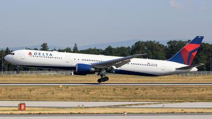 N843MH - Delta Air Lines Boeing 767-400ER photo (85 views)