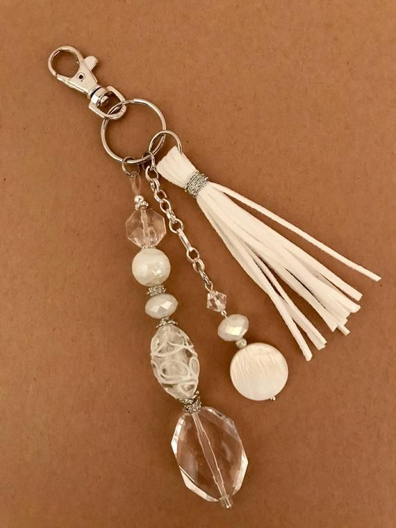 Do you have a friend or family member who just moved into a home ? This boho key…