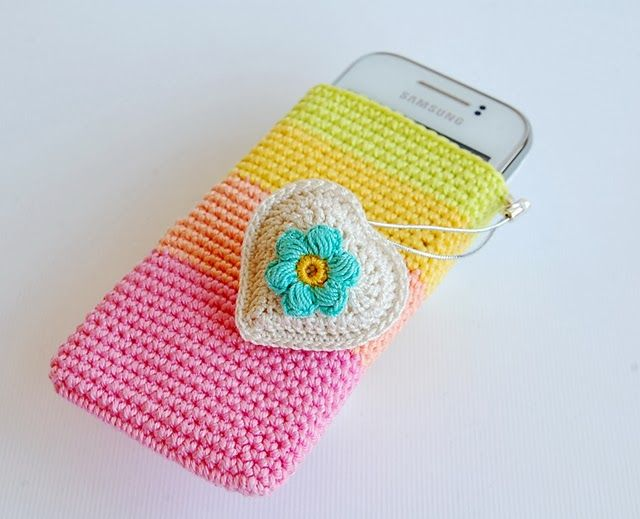 Such a lovely cellphone pouch - link to a tutorial.  Loving the colours! Dada's place