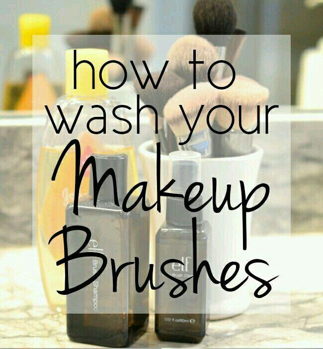 Olive Oil Brush Cleaner olio di oliva è ottimo per ammorbidire naturalmente e condizionare i pennelli. * 2 parti di shampoo per bambini * 1 parte di olio d'oliva Mescolare gli ingredienti insieme in vaso / contenitore o un flacone spray di tua scelta. Pulire i pennelli in 3 semplici passi: Swirl : Versare il detergente sulla piastra e miscelare le spazzole intorno nella miscela per circa 1 minuto. Risciacquare : Lavare le spazzole con acqua calda e spremere delicatamente l'acqua (lavare solo…