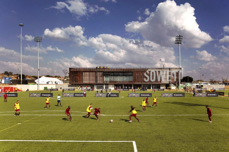 Football Training Centre Soweto / RUFproject