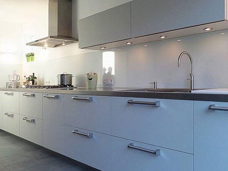 Glazen Achterwand Keuken Eindhoven : In samenwerking met KAMB hebben wij deze extreem lange witte glazen #
