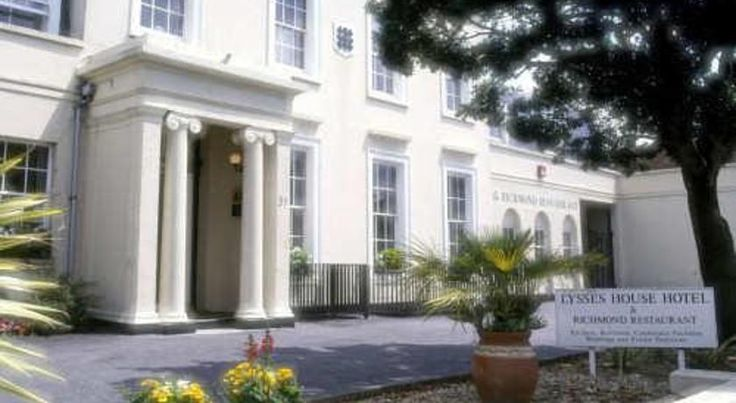 Lysses House Hotel Fareham In the heart of Fareham, Lysses House is an elegant Georgian hotel on the High Street, a short walk from the town centre and easily accessible from the M27.