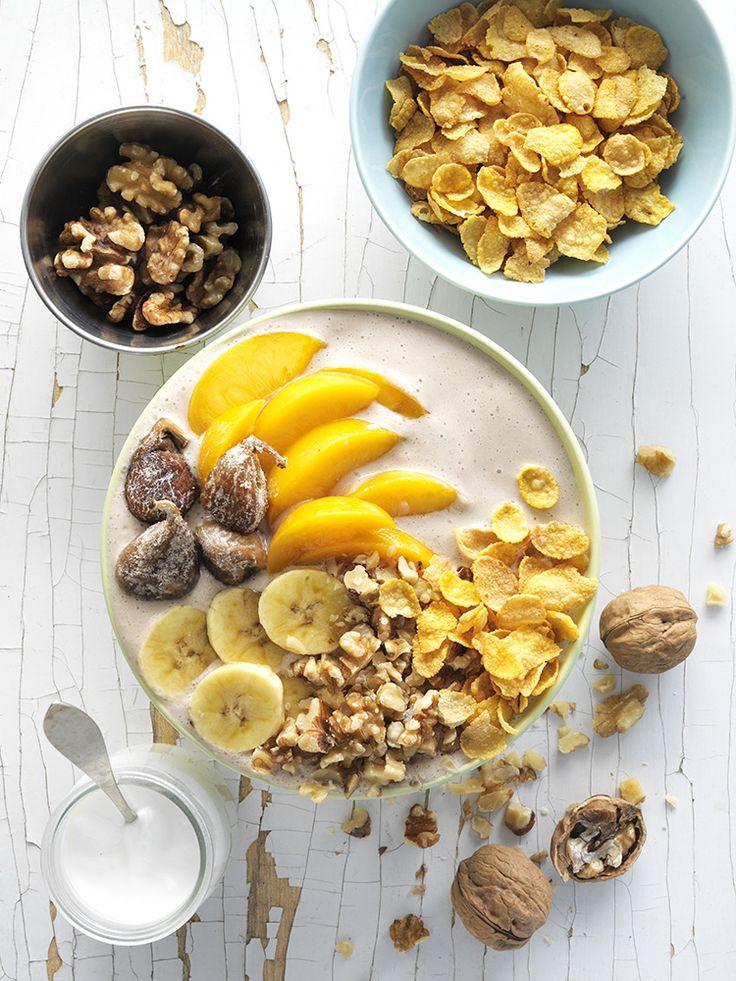 Smoothie bol mediterráneo con nueces - Nueces de California Smoothie Bowl, Bowls, Yummy Smoothies, Acai Bowl, Oatmeal, California, Breakfast, Food, Deserts