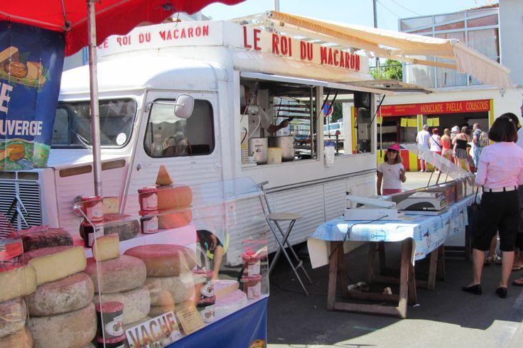 Le Roi du Macaron - Marché de Saint-Palais-sur-Mer http://www.saint-palais-sur-mer.com/faire/marchesshopping/marches