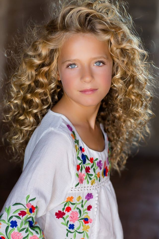Beautiful Little girl ♀