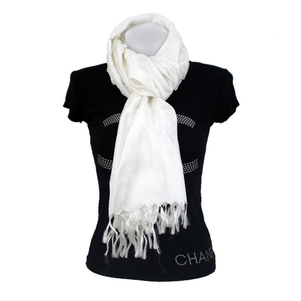 $30 Echarpe en pure soie blanche, tissée à la main en inde.  L'étole en soie blanche est l'accessoire par excellence d'une robe de mariage, que ce soit pour la robe de cérémonie ou pour protéger la mariée de la fraicheur du crépuscule.