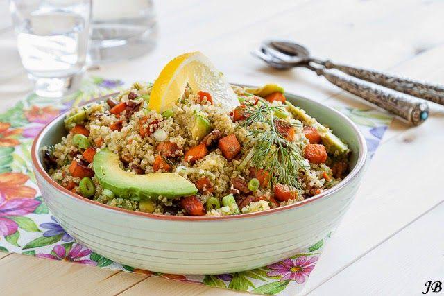 Quinoa en zoete aardappelsalade met avocado en dille