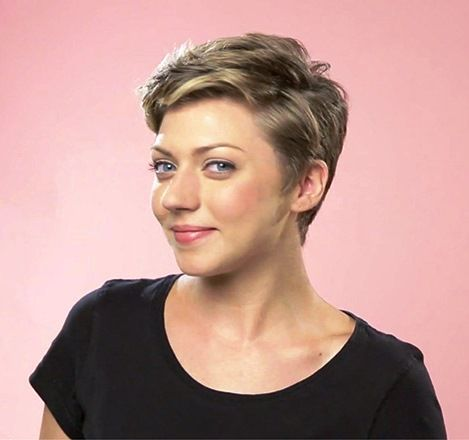 awesome Short Haircut For Thick Hair For Wavy, Curly And Straight Hair - If you're gifted with thick hair by nature, you're the lucky one from so many women around the world. You've never had problem to deal with hair limp or lack of hairstyles. Be clean and tidy, thick ... ... http://creativewedding.co/short-haircut-for-thick-hair-for-wavy-curly-and-straight-hair/ - BYSFS