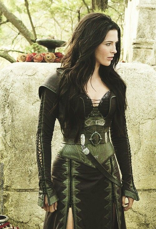 Kahlan's green dress  cool but Idk how the colors would work with me being a blonde...