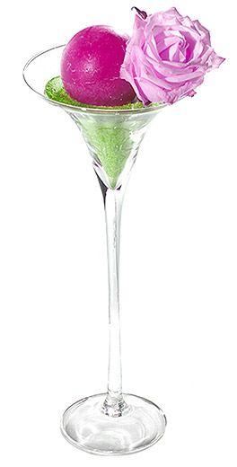 Photophore verre Martini sur pied géant - A utiliser en photophore ou en support pour vos fleurs, ce grand vase aura de l'effet sur vos tables et buffets ! http://www.mariage.fr/photophore-vase-verre-martini-geant-40-cm-xxl.html