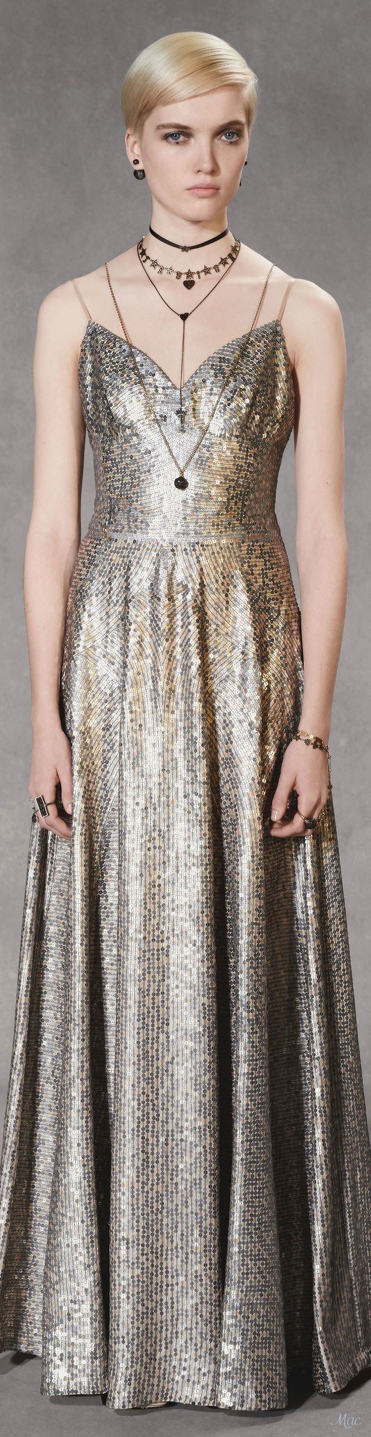 Yule style!! TREND 2018-2019 METALLIACS! Noel Christmas! New Years Eve 2019!!! Looks like metallics will be going strong for fashion! Pre-Fall 2018 Christian Dior