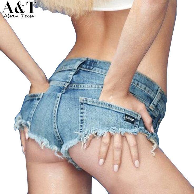 Chica quitándose los pantalones cortos 7
