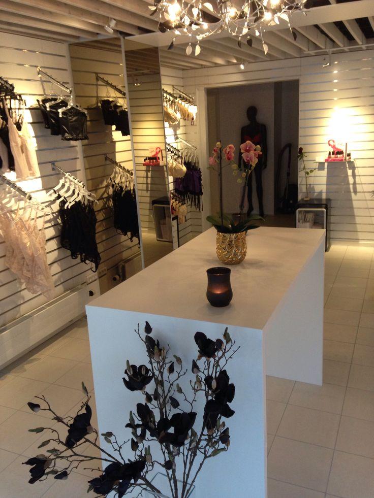 Lækker og hyggelig undertøjsbutik , ligger på hjørnet af Istedgade og Viktoriagade