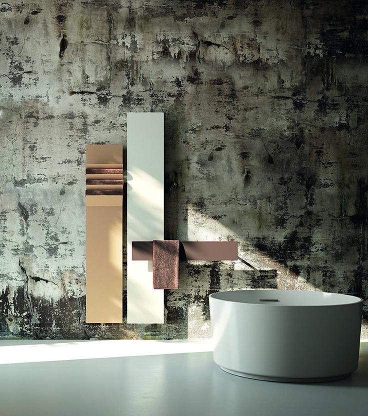 Una combinazione di radiatori Antrax che forma una parete radiante  A combination of Antrax radiators to create a design heating wall