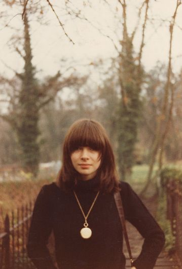 A very young Anna Wintour, by Michael White.