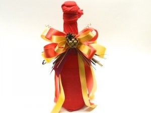 Thanksgiving Hostess Gift: How to Gift Wrap a Bottle