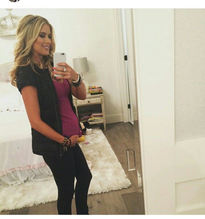 Christina's Gorgeous baby bump picture! She's glowing! Beautiful ❤