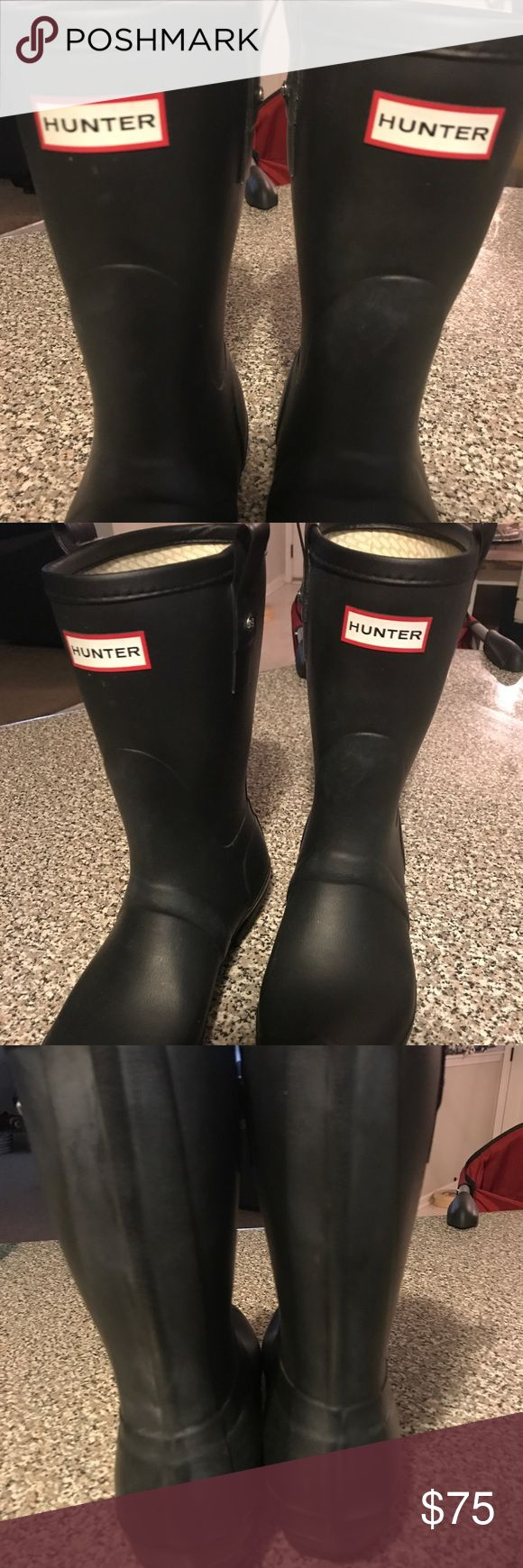 "HUNTER short original rain boots matte black In excellent condition! We bought them in a size ""9"" but hey are actually mens9 women 10 as stated on sticker on the bottom( see pics) sooo they are way too big! I need to sell to buy new ones Hunter Boots Shoes Winter & Rain Boots"