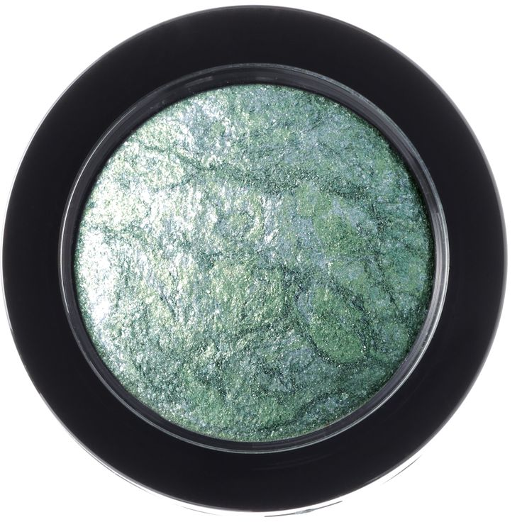 Try a new vibrant look for the beach with this stunning Lunar colour of nc Marbleyes Eyeshadow #nutrisummer