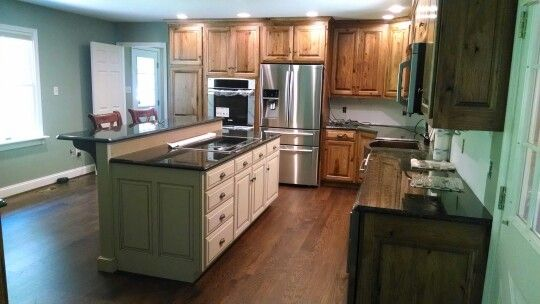 Rustic Hickory Cabinets Peacock Green Granite Red Oak Soild Wood Floor Antigue White Island