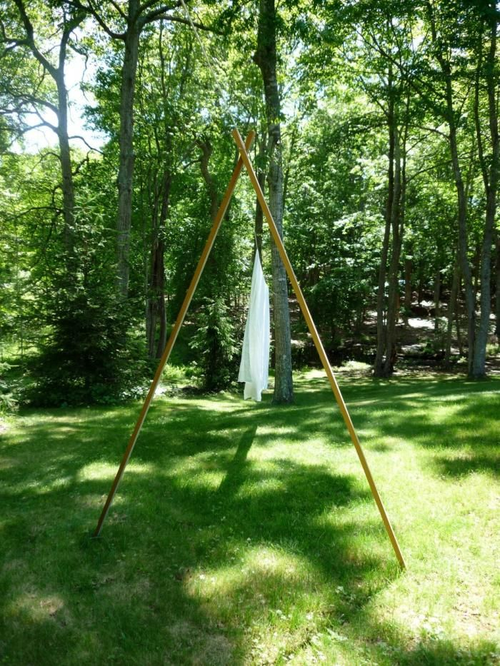 """""""There's nothing like fresh cotton or linens sheets that have dried in the wind and sun,"""" DIY clothes line"""