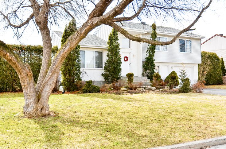 319 Rue Chaurest, L'Ile-Bizard, Quebec. $362,000. Centris 18645704. This 3+1 bedroom split level is situated on a quiet street and the backyard is quiet. The main floor has an open concept kitchen, dining room, living room and family room. Great value!