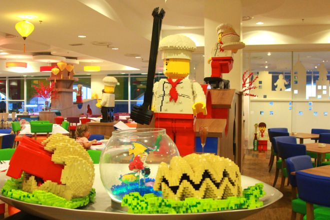 Best Restaurant Interior For Kids Ever Find Out Where You Can Get Your Lego Fill On Our Website Http Www Suitcasesandstrollers Articles Vi
