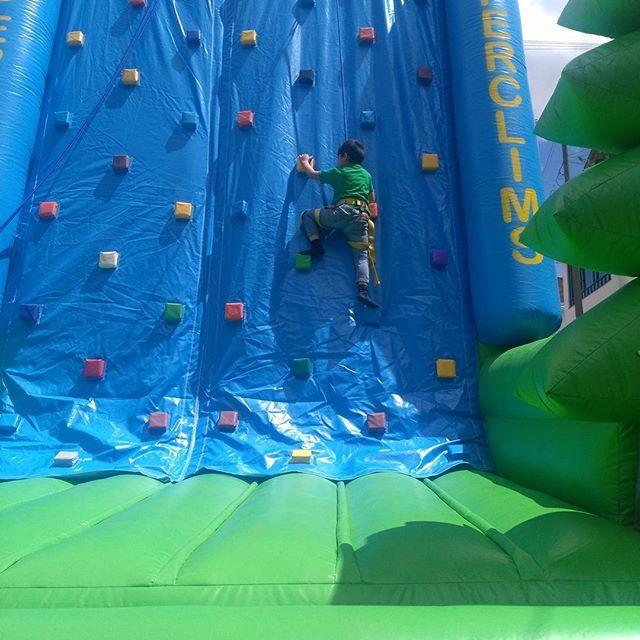 Escala en tu #fiestasinfantiles en #bogota y #chia muro de 7 mts para niños y adultos con #recreacionistasbogota
