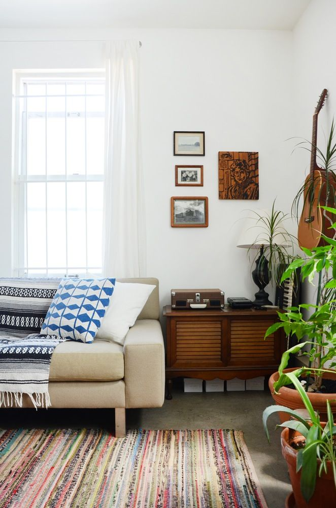 House Tour: Hannah's Creative Oakland Studio Apartment | Apartment Therapy