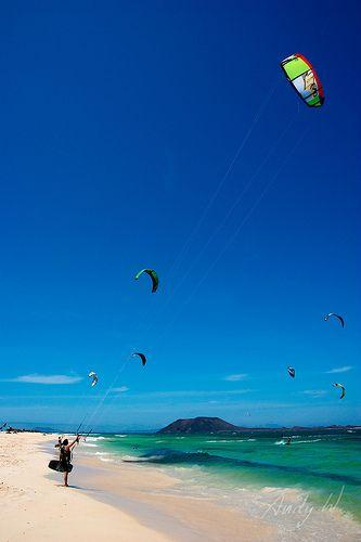 A volar - Kitesurf en la playa de Flagbeach, Fuerteventura