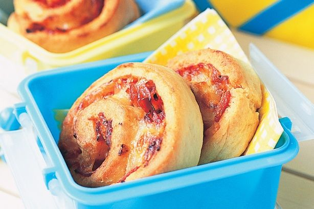 Ham, pineapple and cheese pizza scrolls main image
