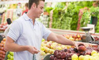 ΚΟΝΤΑ ΣΑΣ: 8 τροφές που πρέπει να τρώει κάθε άνδρας
