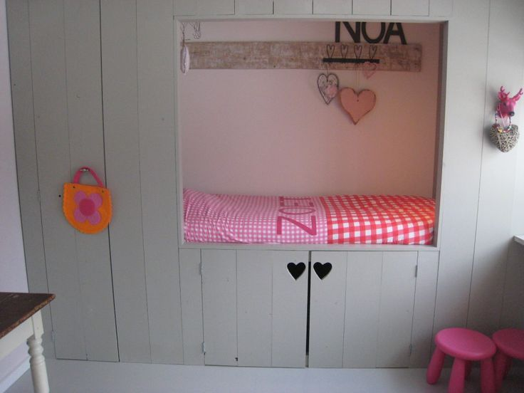 Prachtige bedstee in de #kinderkamer van  Noa #slaapkamer | Bedstead #kidsroom