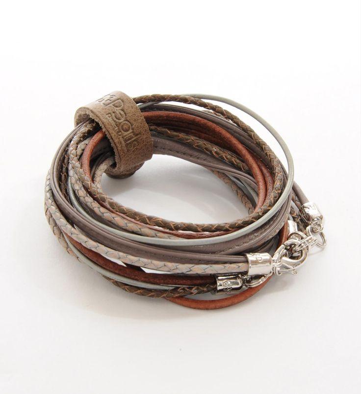 Pimps & Pearls handgemaakte leren armband model Moesss Multi in mauve. De leren armband heeft diverse mogelijkheden. Moesss kan zowel als armband, ketting, heupriempje en als laarssieraad gedragen worden. Kortom, Stoer & Stijlvol! - NummerZestien.eu