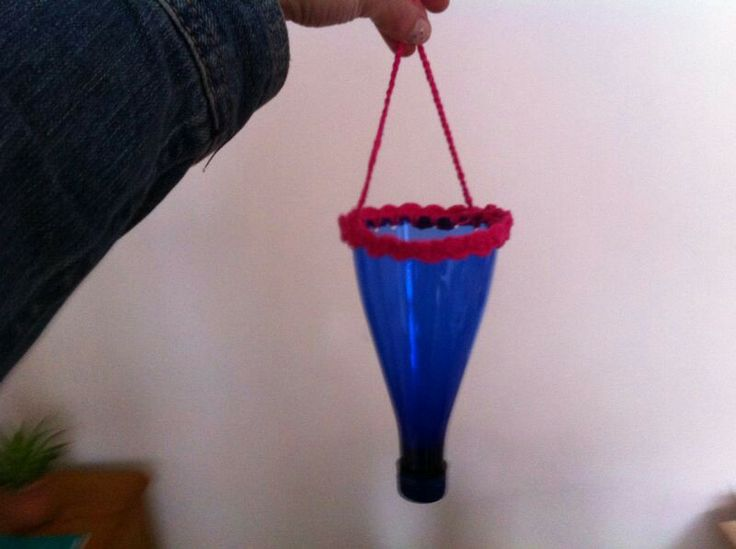 Leuke mini-vaasjes van waterfles met gehaakte rand. Recycletip