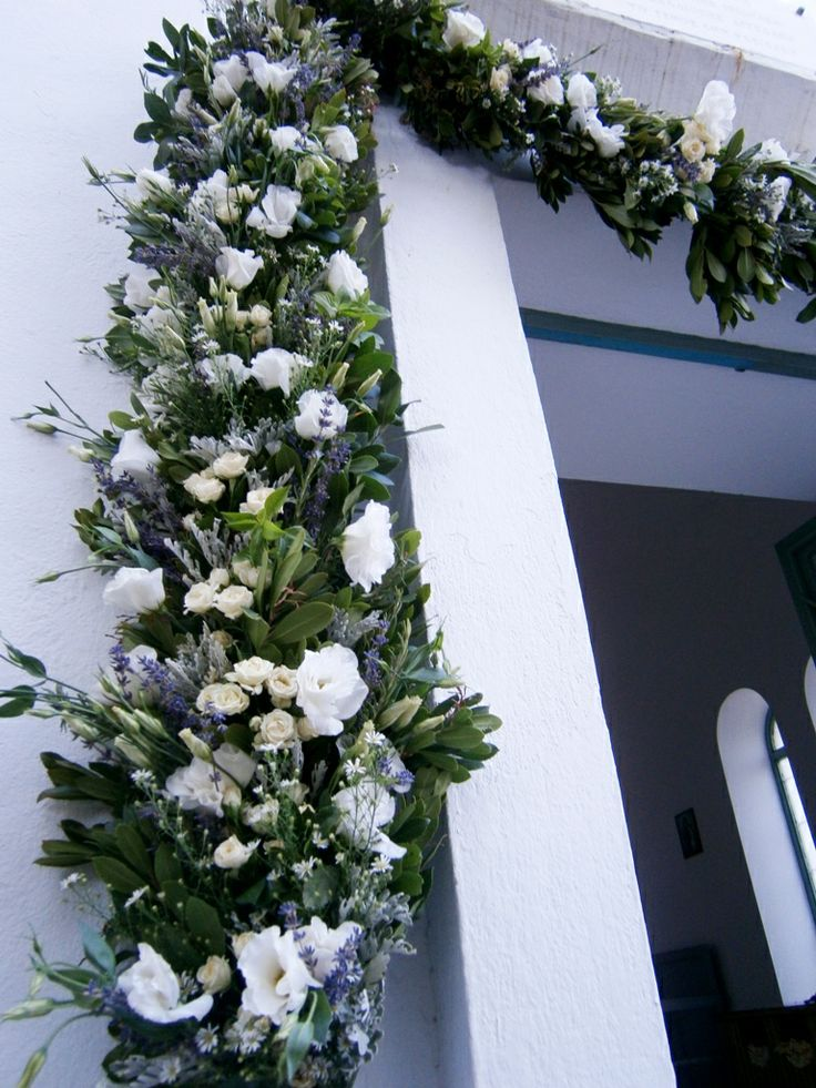 Garland with levander and lysianthus #churchdecoration #garlandflowers #levander #lysianthus #tradiotionalstyle #greekweddings #yuccaflowers #flowers