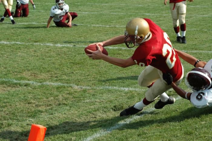Starting football before age 12 linked to poorer memory, thinking in NFL players - Medical News Today